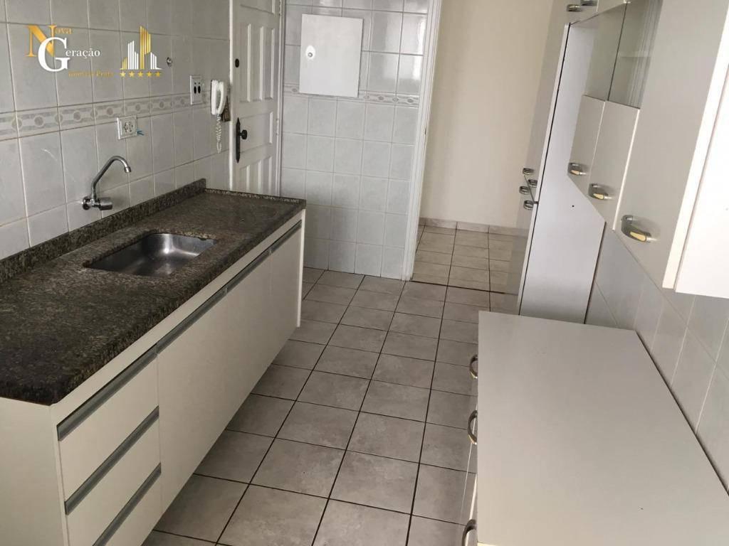 apartamento de 2 dormitórios com varanda , próximo ao centro comercial na guilhermina - ap2640