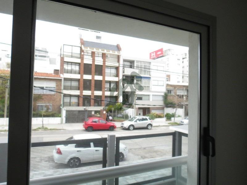 apartamento de 2 dormitorios con patio. - ref: 81