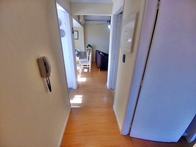 apartamento de 2 dormitorios en edificio frente al mar. con cochera.-ref:2414