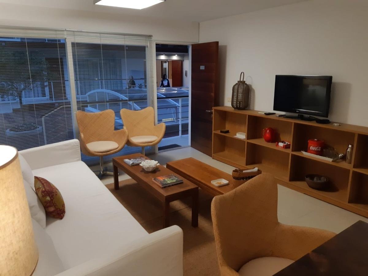apartamento de 2 dormitorios y 1 baño con amenities