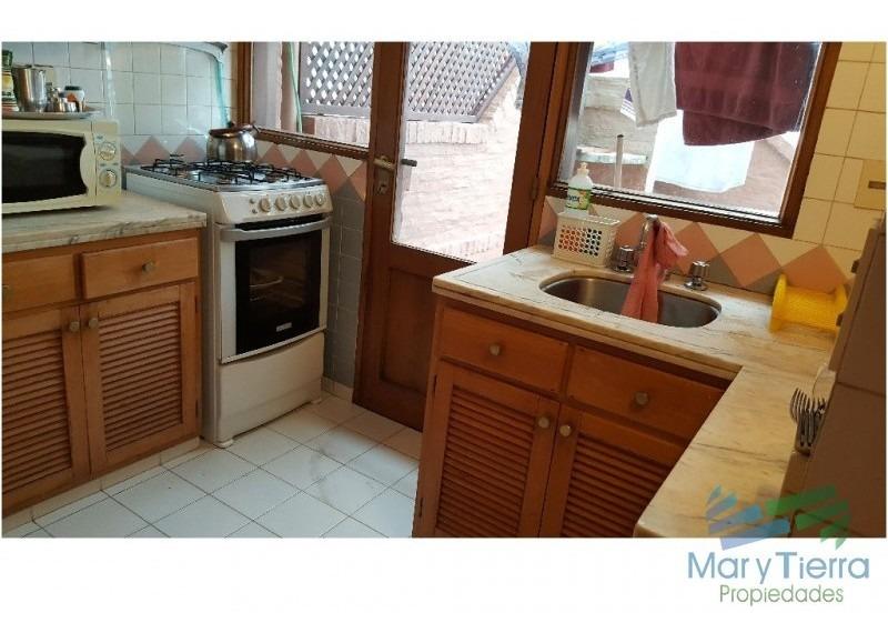 apartamento de 2 dormitorios y 2 baños a 1 cuadra de gorlero, con gran terraza y parrillero propio.-ref:749