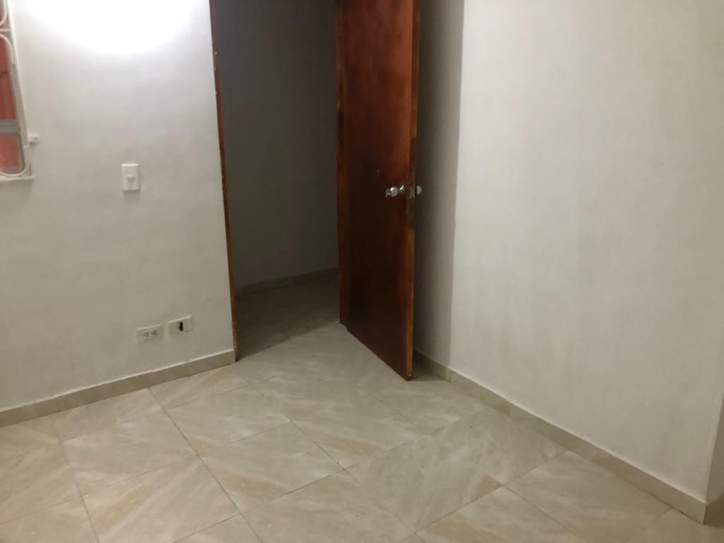 apartamento de 2 habitaciones, 1 baño, 1 cocina integral