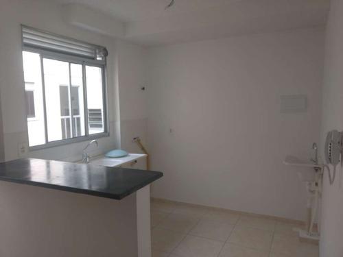 apartamento de 2 quartos e 1 banheiro.