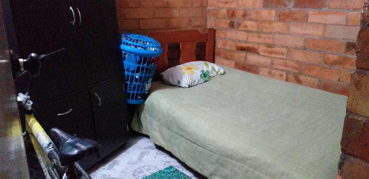 apartamento de 3 alcobas, cocina, baño, sala, parqueadero