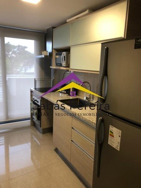 apartamento de 3 dormitorios en punta del este, mansa,venta- ref: 40679