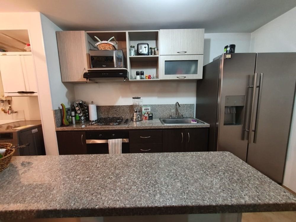 apartamento de 3 habitaciones, 2 baños, cocina americana