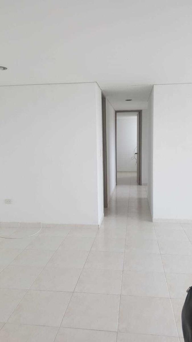 apartamento de 3 habitaciones 2 baños, salacomedor, cocina.