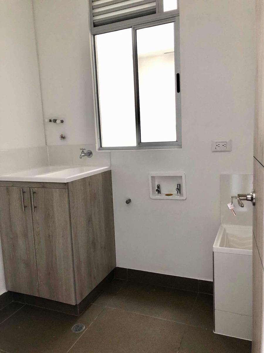 apartamento de 3 habitaciones , 3 baños 1 vestier
