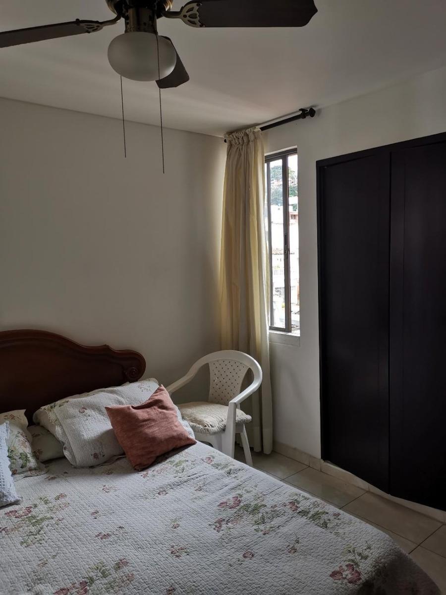 apartamento de 4 alcobas,  ascensor, parqueadero, 3 baños.