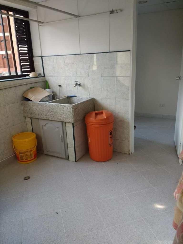 apartamento de 4 habitaciones, salón comedor y dos baños