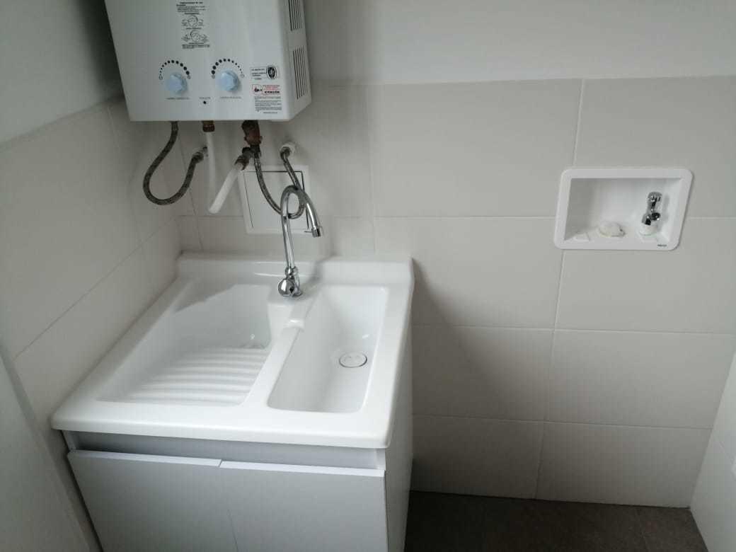 apartamento de tres habitaciones con 2 baños