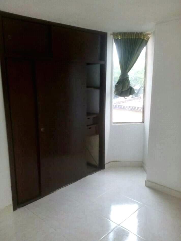 apartamento de tres habitaciones dos baños sala comedor coju
