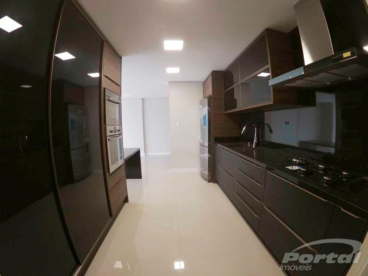 apartamento em andar alto, com ambientes amplos e bem distribuídos em 189m² privativos, oferecem a você 3 suítes, sendo 1 com closet, lavabo, cozinha semi-mobiliada. possui 2 vagas soltas de garagem