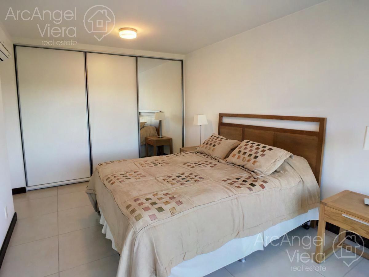 apartamento en alquiler  anual frente al mar  playa mansa - punta del este