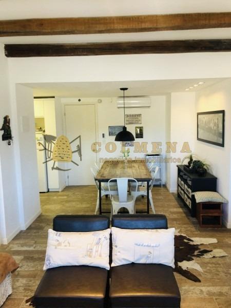 apartamento en alquiler en la peninsula, de 2 dormitorios, 2 baños, cocina integrada, living-comedor.-ref:2273