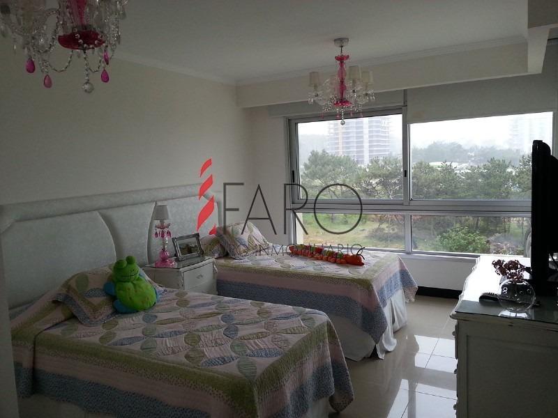apartamento en brava 3 dormitorios con terraza y 2 cocheras-ref:32624