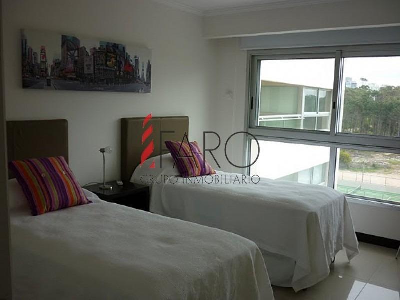 apartamento en brava, 3 dormitorios y dependencia-ref:32655