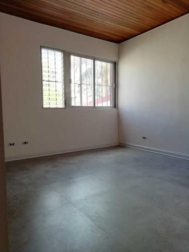 apartamento en edificio de barrio amón, 75m2.