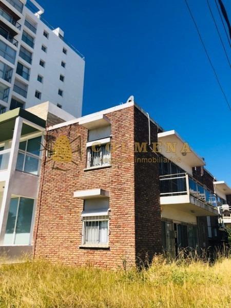apartamento en excelente ubicacion, de 2 dor, 2 baños cruzando la calle esta la playa mansa parada 3 consulte.- ref: 1358