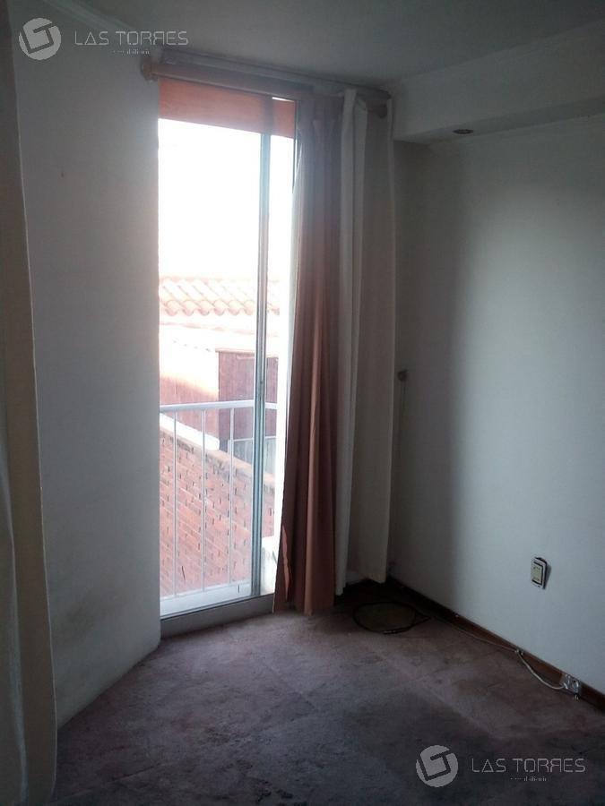 apartamento en excelente zona de  malvín sobre la rambla.