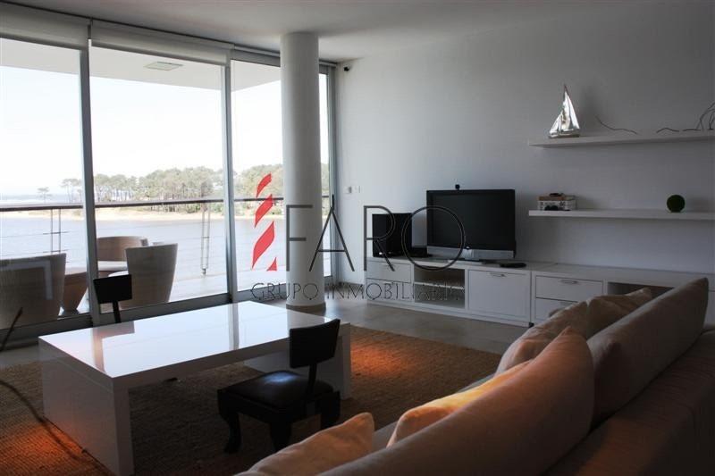 apartamento en la barra 3 dormitorios y servicio con terraza y cochera-ref:35922