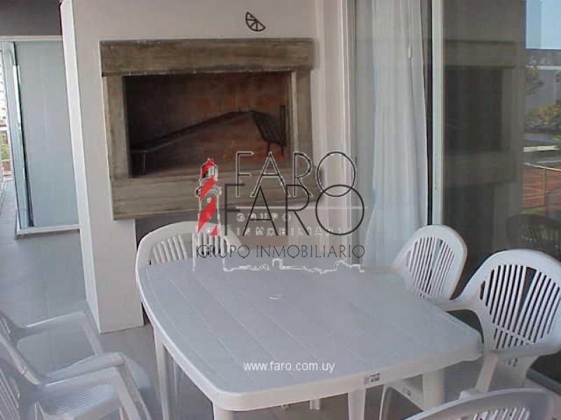 apartamento en la brava 3 dormitorios con terraza y parrillero-ref:32609