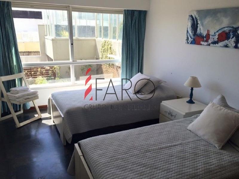 apartamento en la península 3 dormitorios y servicio con terraza y garage-ref:36063