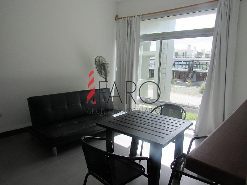 apartamento en manantiales 1 dormitorios 1 baños con azotea con parrillero-ref:35910