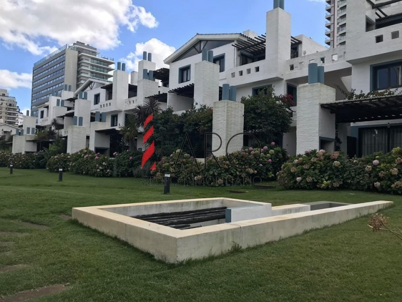 apartamento en mansa 4 dormitorios, con jardín privado y doble cochera-ref:37165