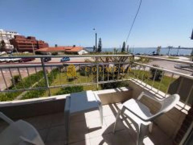 apartamento en muy buena ubicacion, de 1 dor y medio, terraza con vista al mar primera linea. consulte!!!!!!- ref: 2214