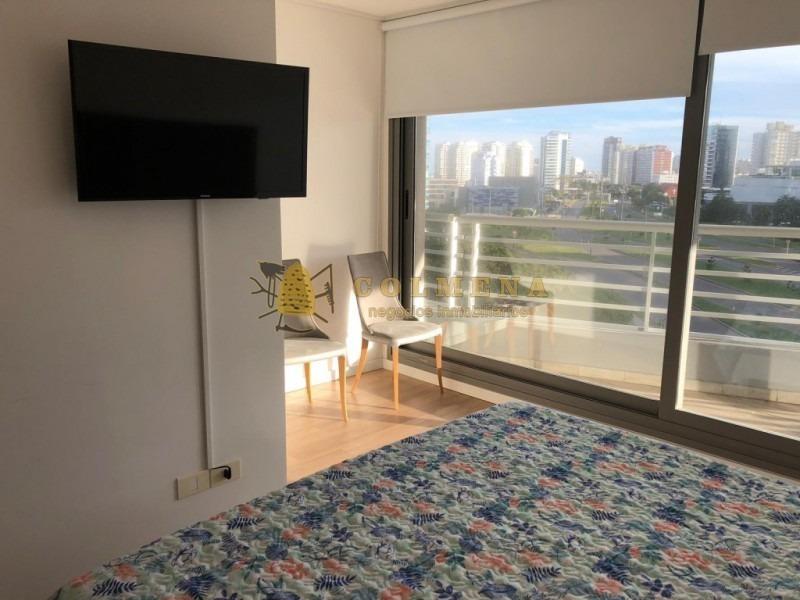 apartamento en muy buena ubicacion, de 2 dormitorios 2 baños,  living comedor, cocina kitchenette, con terraza a la mansa y garaje. consulte!!!!!!-ref:1912