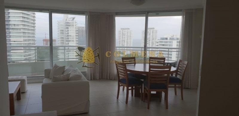 apartamento en muy buena ubicacion, de 3 dor, 3 baños con terraza con linda vista.-ref:1470
