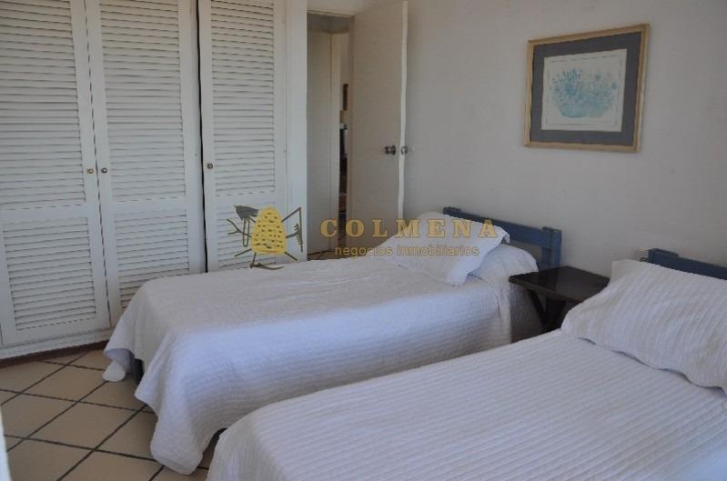 apartamento en muy buena ubicacion en av roosevelt, de 2 dor, 2 baños y balcon. consulte!!!!!-ref:1838