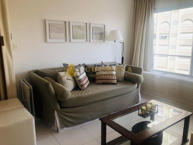 apartamento en muy buena ubicacion en el corazon punta del este, de 1 dormitorio con linda vista. consulte!!!!!!- ref: 715