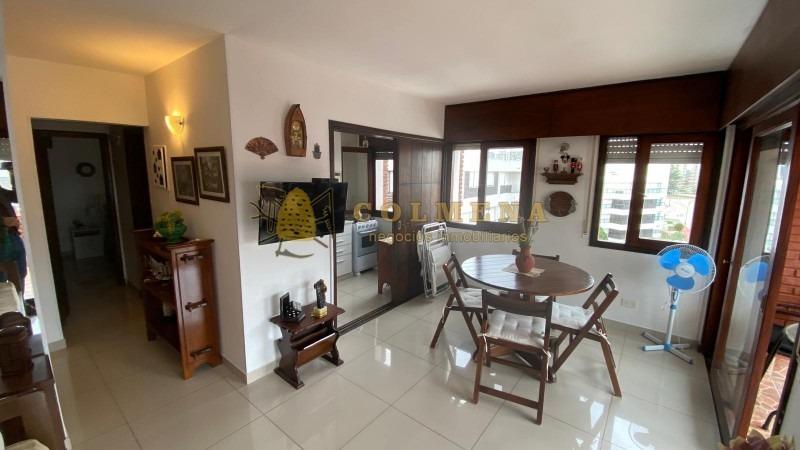 apartamento en muy buena ubicacion en la peninsula, de 1 dor, 1 baños muy buen balcon comodo a una cuadra de la calle 20 - consulte!!!!!-ref:1586