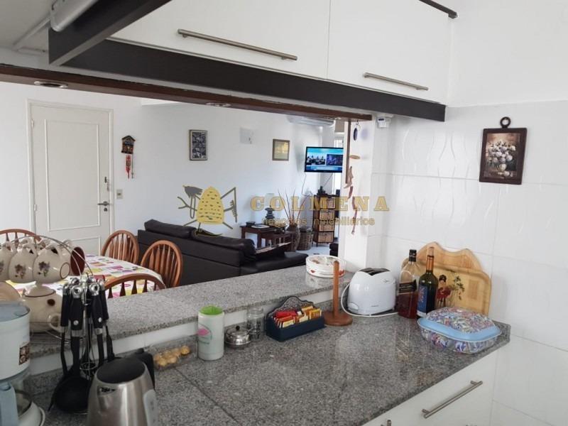 apartamento en muy buena ubicacion en playa mansa, de 2 dor, 2 baños con balcon. consulte!!!!!!!!-ref:1785