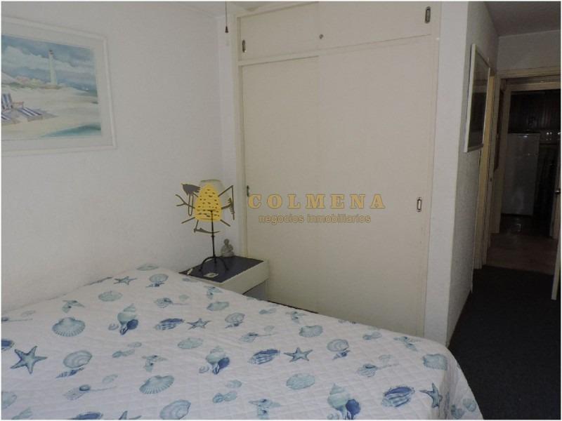 apartamento en muy buena ubicacion en plena peninsula, de 2 dor, 2 baños, balcon y garaje. consulte!!!!!!- ref: 1837