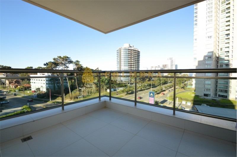 apartamento en muy buena ubicacion en roosevelt de 3 dor, 3  baños con excelente terraza principal y de servicio. consulte!!!!!!!- ref: 2018