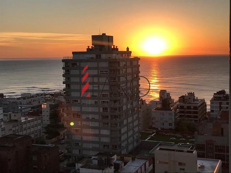 apartamento en península 3 dormitorios y dependencia o 4to dorm, en alquiler de temporada-ref:36984