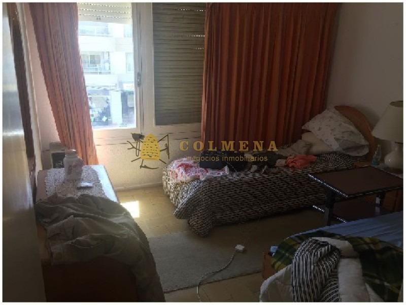 apartamento en peninsula de 1 dormitorio a una cuadra de la playa brava.- ref: 1055