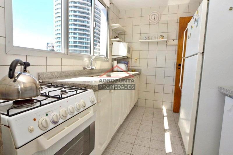 apartamento en playa mansa 2 dormitorios -ref:5105