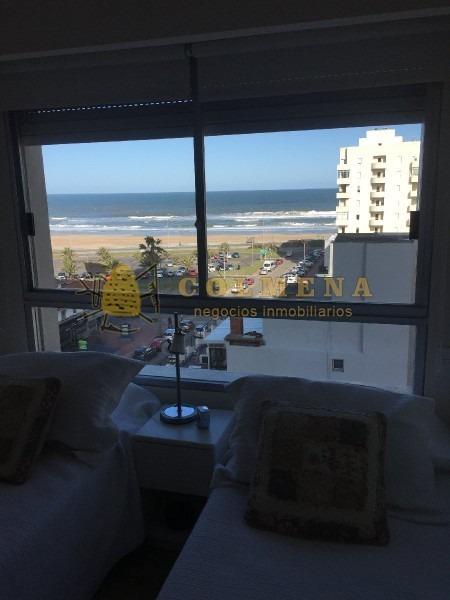 apartamento en plena entrada a punta del este, muy buena ubicacion, de 2 dor, 1 baños, el edif cuenta con servicio de playa.-ref:691