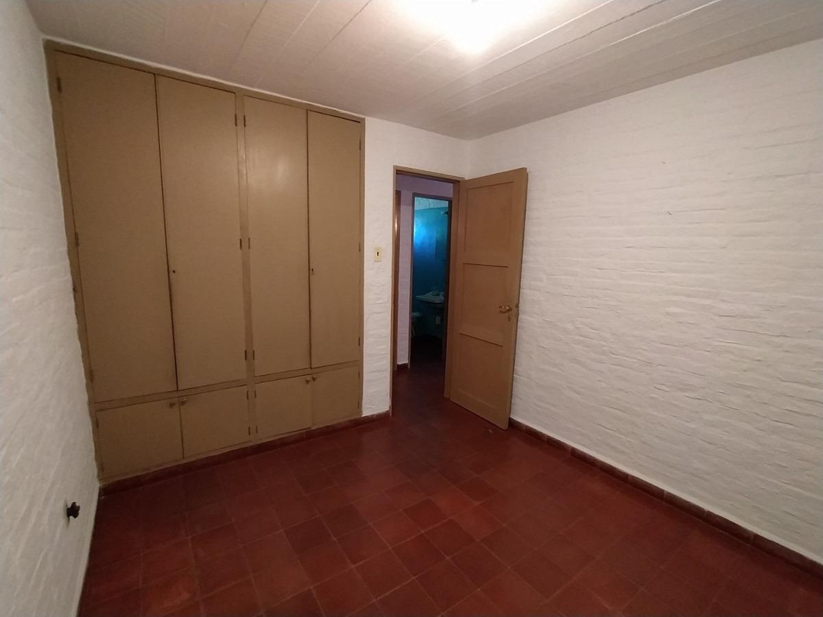 apartamento en primer piso, 3 dormitorios y patio