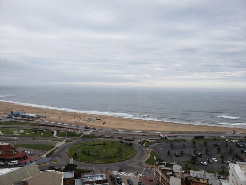 apartamento en primera línea sobre playa mansa.- ref: 5466