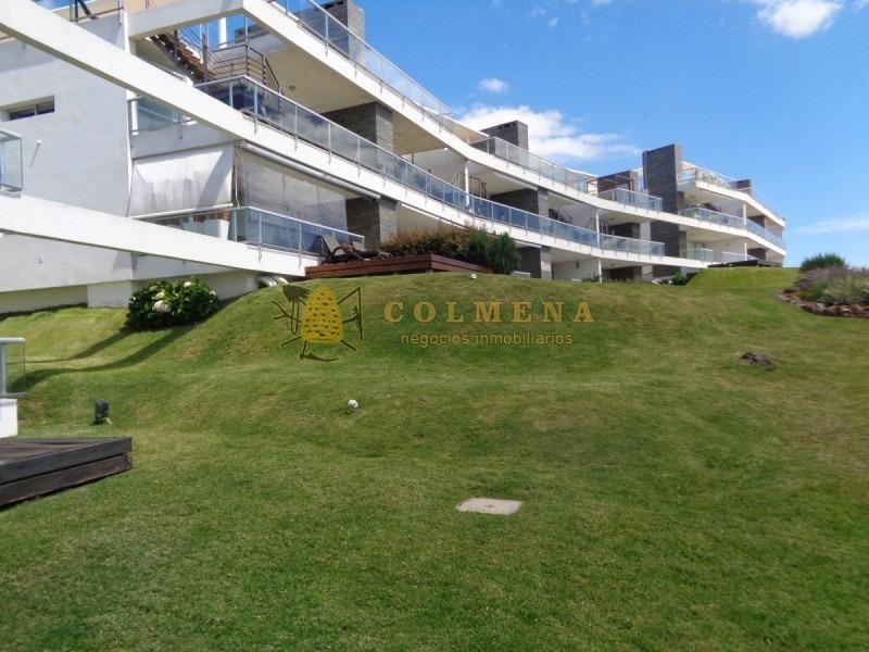 apartamento en punta ballena muy buena ubicacion, de 2 dor, 2 baños con terraza parrillero muy linda vista.-ref:1579