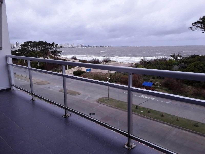 apartamento en punta del este, primera linea al mar-ref:2748