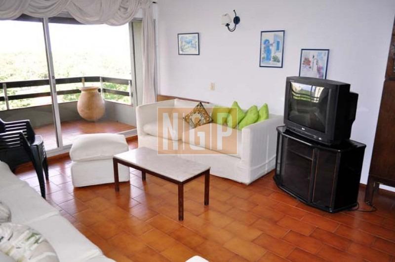 apartamento en roosevelt, 2 dormitorios *-ref:14633