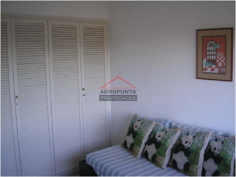 apartamento en roosevelt, 4 dormitorios *-ref:2208