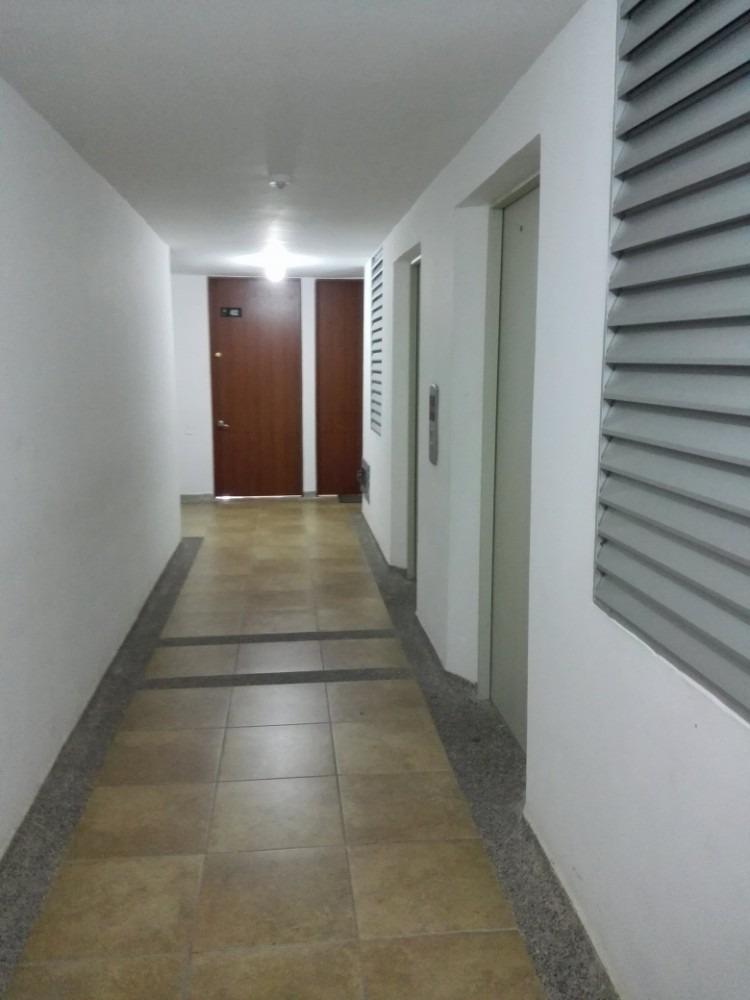apartamento , en un cuarto piso , 3 habitaciones , 2 baños