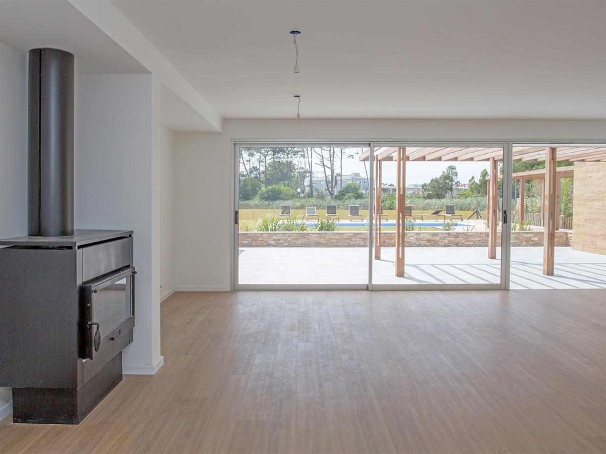 apartamento en venta con jardín sobre el lago ref 7004